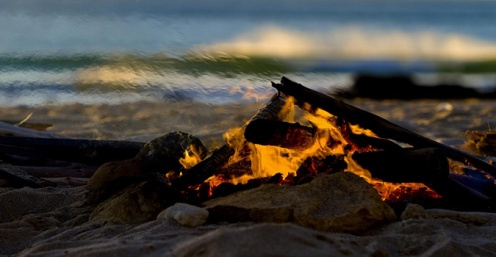 beach-camp-fire